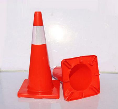 交通警示路桩.jpg